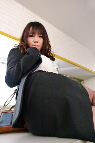 Chinatsu Kurusu - Kinky Chinatsu Kurusu busty sucks two shlongs - Picture 8