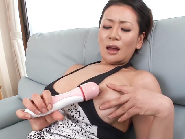 Rei Kitajima - Sweet milf amazes with sloppy Asian blowjob on cam - Picture 2
