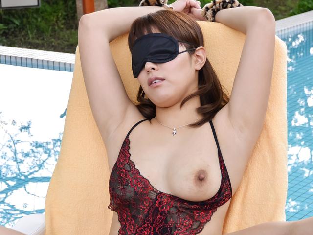 Riho 三上 - Riho 三上获取硬性交在室外场景 - 图片 11