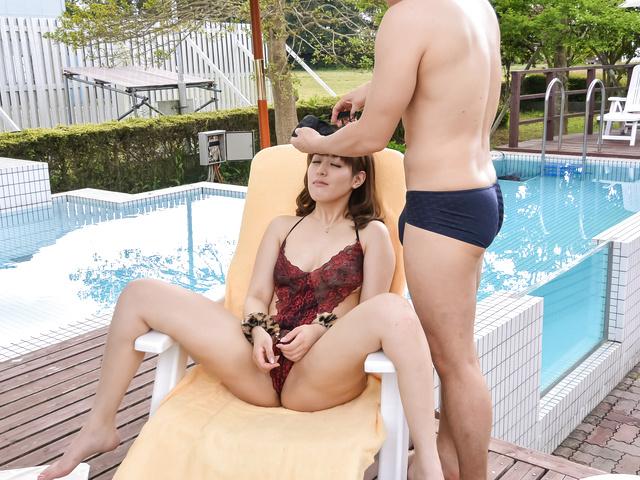 Riho 三上 - Riho 三上获取硬性交在室外场景 - 图片 5