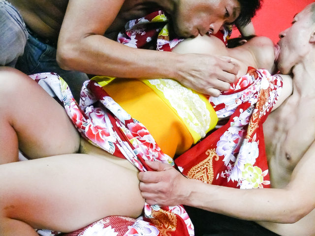 Chiharu - Chiharu gives a japan blowjob and is fucked in her kimono - Picture 12