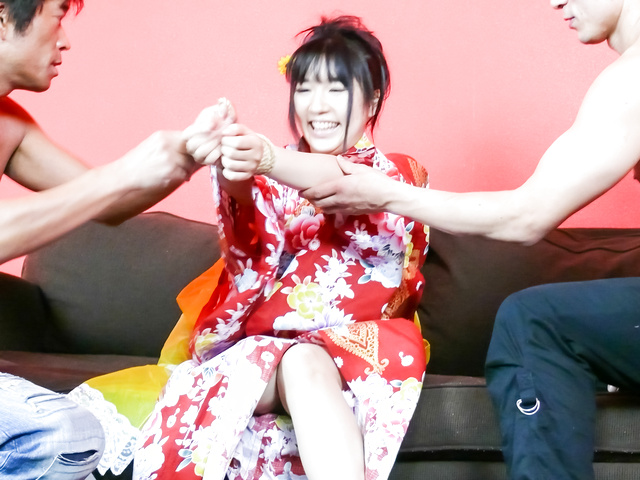 Chiharu - Chiharu gives a japan blowjob and is fucked in her kimono - Picture 9