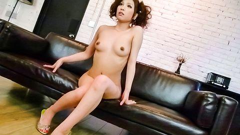 油性 Tsubasa Aihara 享有日本猫振动器