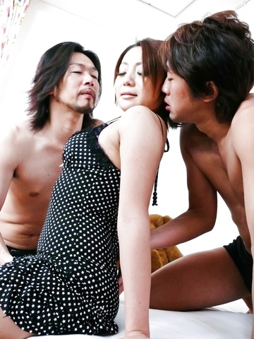 Yuu Shiraishi - Yuu Shiraishi tag-teamed and creampie by two horny studs - Picture 3