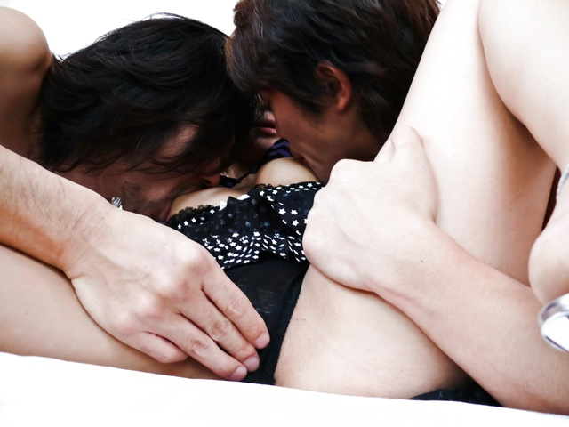 Yuu Shiraishi - Yuu Shiraishi tag-teamed and creampie by two horny studs - Picture 4