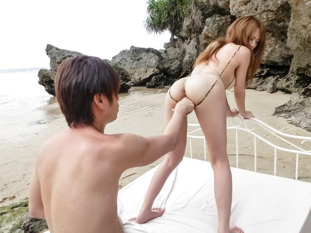 Nami Itoshino - 在平面口交室外沿纳米 Itoshino - 图片 1