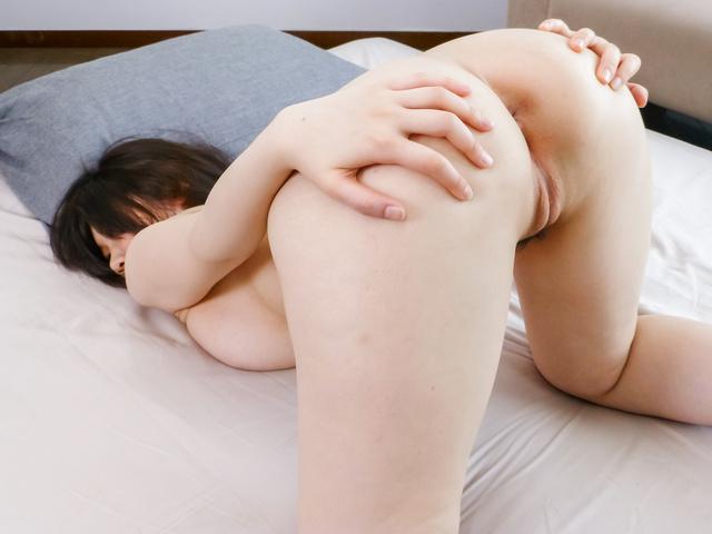 Rie Tachikawa - Busty Rie Tachikawa provides amazing Japanese blowjob  - Picture 5