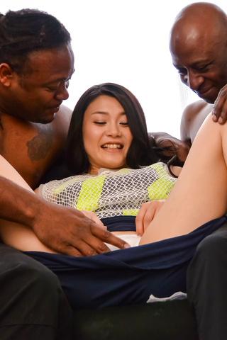 Kyoko Nakajima - 业余的日本宝贝获取硬操了两个男性 - 图片 2