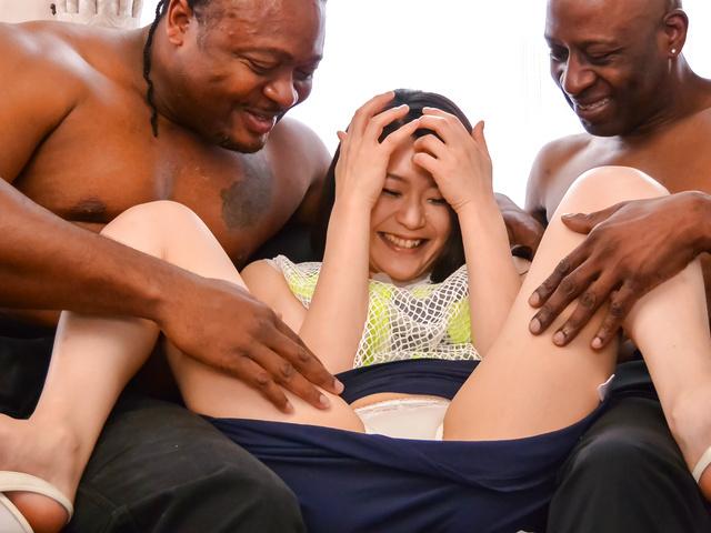 Kyoko Nakajima - 业余的日本宝贝获取硬操了两个男性 - 图片 3