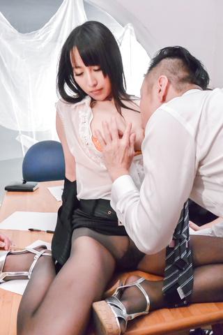 Rina Mayuzumi - Hard day at the office along bustyRina Mayuzumi - Picture 1