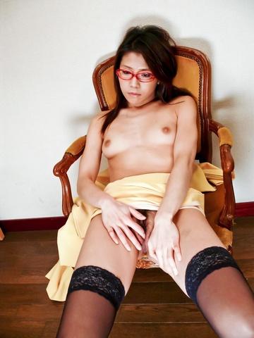 Mizuki Ogawa - Mizuki Ogawa took care of her boyfriends stiff cock - Picture 2