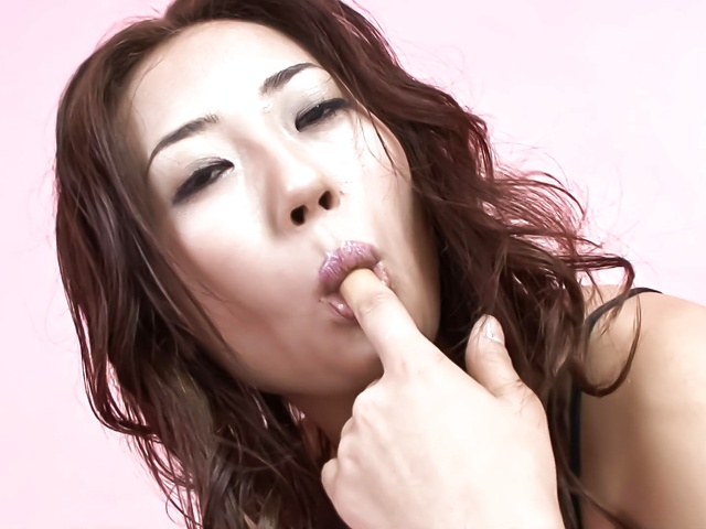 Yuu Uehara − Yuu Uehara finger fucking and toy banging her muffin − Picture 3