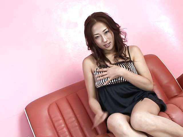 Yuu Uehara − Yuu Uehara finger fucking and toy banging her muffin − Picture 4