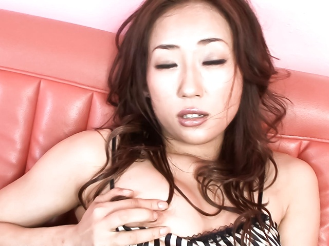 Yuu Uehara − Yuu Uehara finger fucking and toy banging her muffin − Picture 7