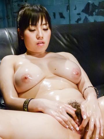 Azusa Nagasawa - 涂上油,丰满梓长泽给双日本口交 - 图片 4