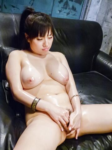Azusa Nagasawa - 涂上油,丰满梓长泽给双日本口交 - 图片 6