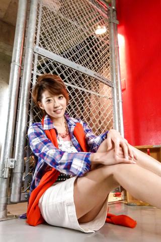 優希まこと - セクシー熟女は元芸能人優希まこと - Picture 2
