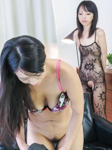 Saya Fujimoto - 日本徐娘半老,享受淘气的口头快乐 - 图片 2