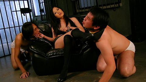 Dominating Yui Komine takes care of three slaves cocks
