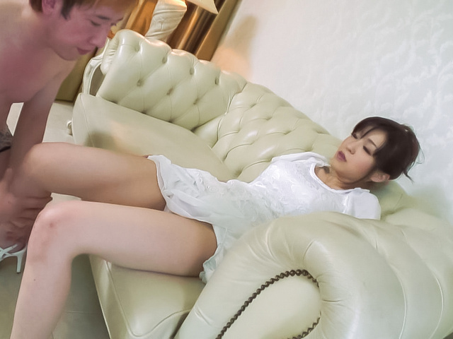 Miina Kanno - Hot milf fucks younger stud during homemade experience  - Picture 5