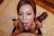 Sakiko - 纪子在令人讨厌的独奏期间提供亚洲口交 - 图片 9