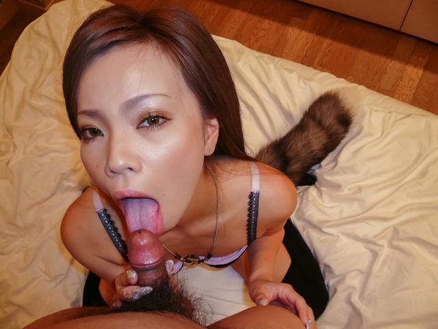 Sakiko - 纪子在令人讨厌的独奏期间提供亚洲口交 - 图片 11