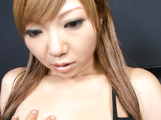 Hazuki Rui - Wet dripping Asian pussy dildo-filled and squirting - Picture 2