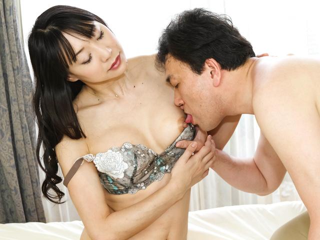 Miho Wakabayashi - 美穗若林史江被性交毛杂种 - 图片 1
