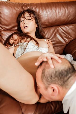 Mizuki Ogawa - Mizuki Ogawa gets stimulated by asian vibrator before fucking - Picture 2