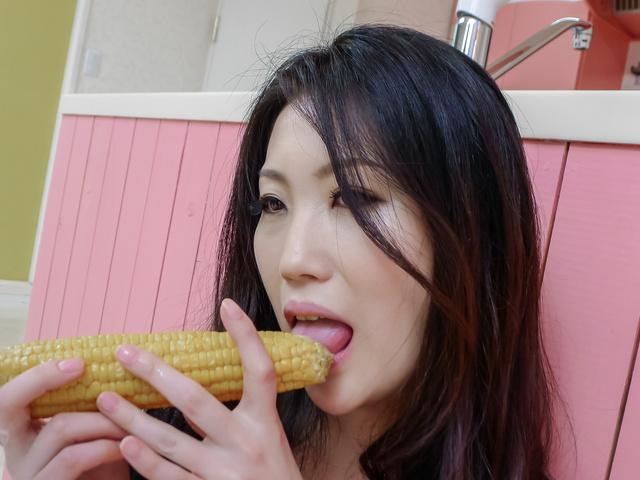 Naomi Sugawara - 拿俄米菅原给自己肛门日本他妈的与蔬菜 - 图片 6