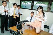 Sara Yurikawa - セクシー熟女百合川さら~好色記者会見 - Picture 11
