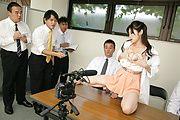 Sara Yurikawa - セクシー熟女百合川さら~好色記者会見 - Picture 12