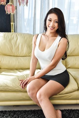 Reiko Kobayakawa - 丰满的黑发享有对凸轮严重三人行 - 图片 1