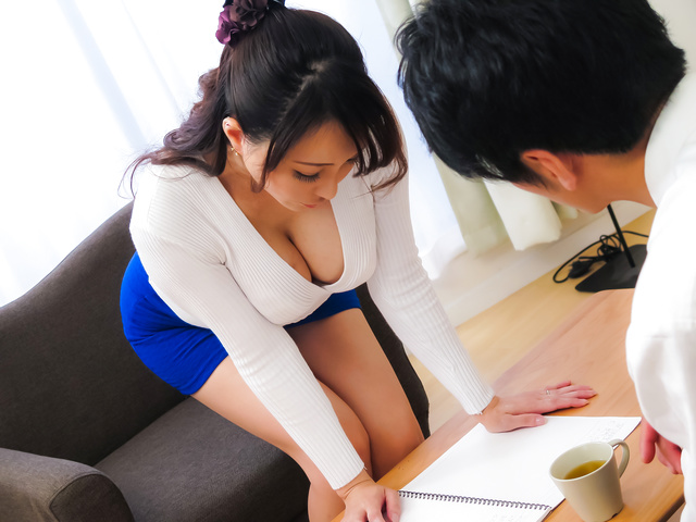 Kotone Kuroki - Housewife gives perfect Japanese blow job  - Picture 12