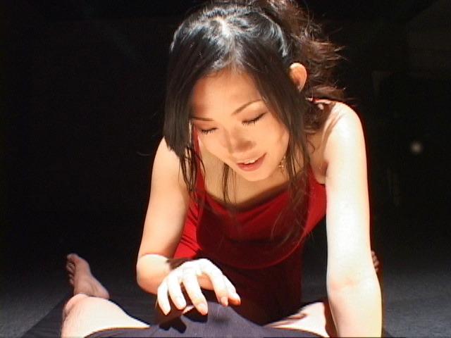 Yui Komine - Yui Komine sucks a nylon-wrapped and stiff dick - Picture 1