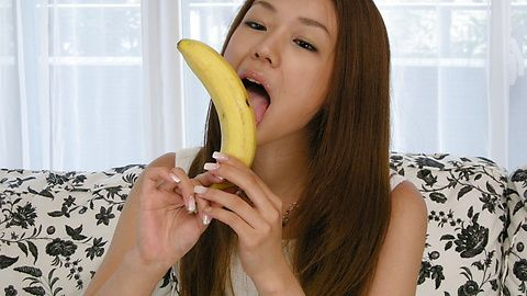 Licking addict Sakura Hirota gives a sensual blowjob