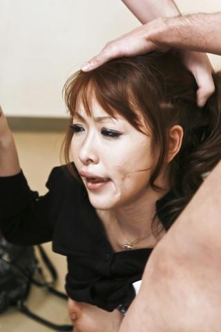Rika Kurachi - 浴室与仓地梨他妈的离开她的阴部 creampied - 图片 8