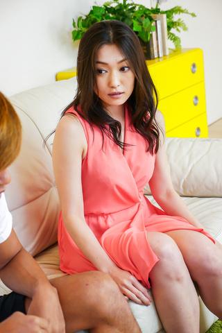 Ryu Enami - 毛 Ryu Enami 给出了优秀的亚洲口交 - 图片 2