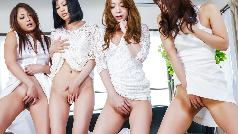Phim Sex Japanese girls enjoying harsh Asian masturbating session
