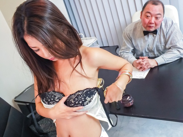 Satomi Suzuki - Satomi Suzuki cums hard from an asian dildo - Picture 1