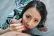 Ren Azumi - Ren Azumi gives many asian blow jobs in group sex - Picture 3