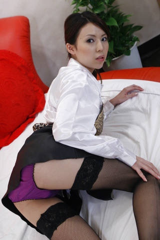 Rino Asuka - Sexy barmaid Rino Asuka goes home with a new friend - Picture 2