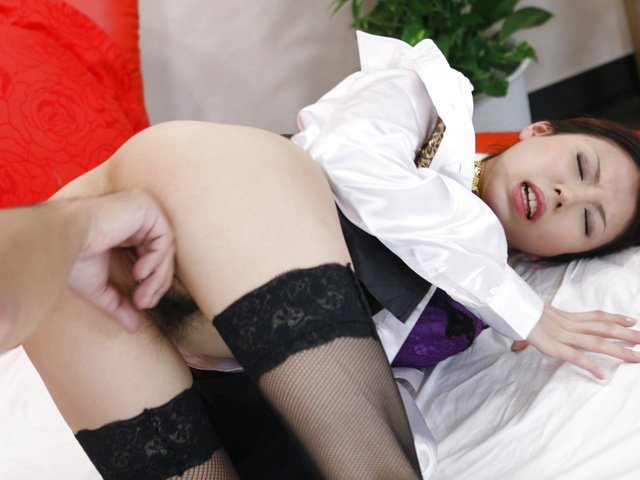 Rino Asuka - Sexy barmaid Rino Asuka goes home with a new friend - Picture 6