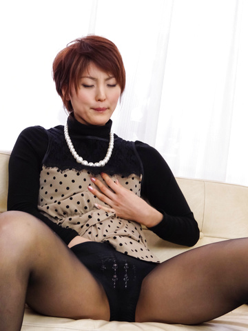 Saori - Saori's Busy With Her Vibrator On Her MILF Pussy - Picture 5