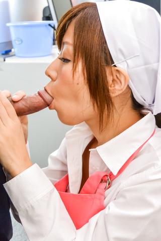 Chihiro Akino - 秋野千寻惊讶与她亚洲口交 - 图片 6