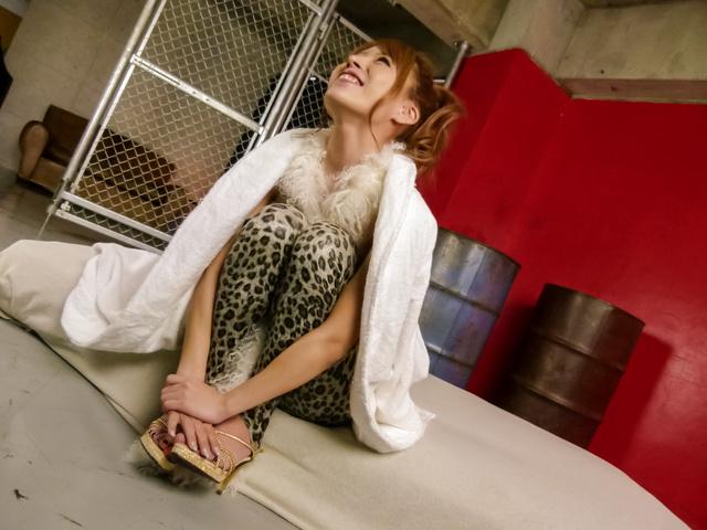 真田春香 - セクシー熟女連続中出し!真田春香 - Picture 2