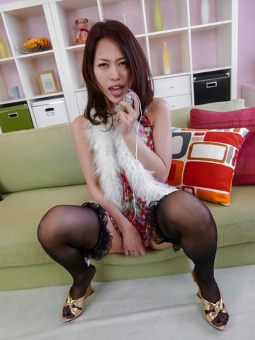 An Yabuki - An Yabuki MILF asian amateur masturbates in stockings - Picture 12