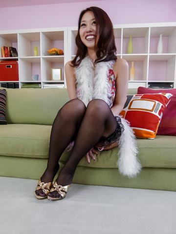 An Yabuki - An Yabuki MILF asian amateur masturbates in stockings - Picture 8