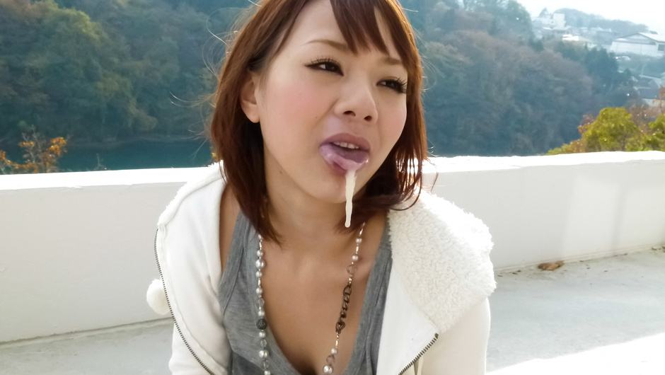 Arisa Araki has an asian blow job for three outside