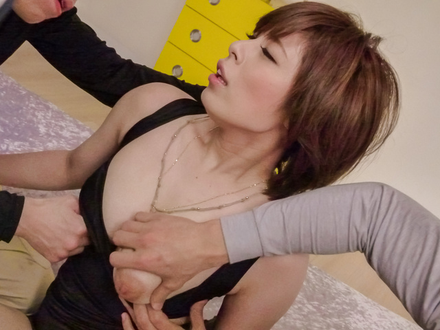 Ririsu Ayaka - Curvy Ririsu Ayaka creamed by two she gave an asian blowjob to - Picture 3